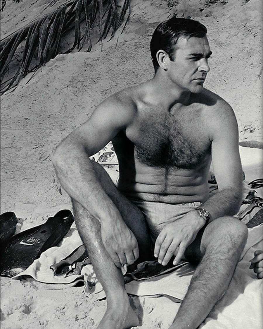 the_man_has_style_sean_connery_beach