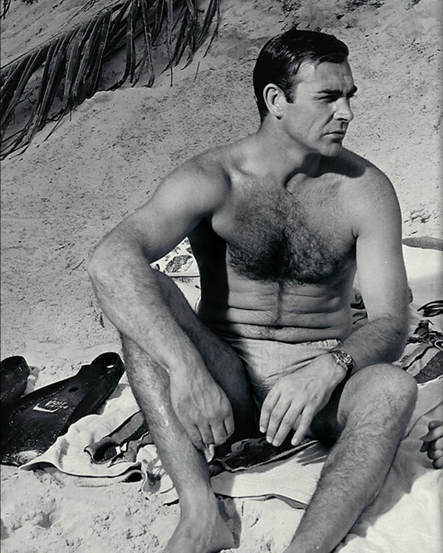 the_man_has_style_sean_connery_beach