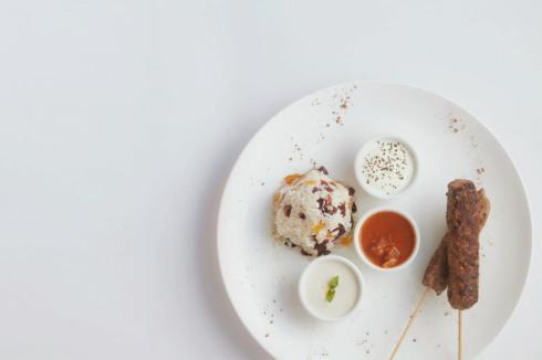 the_man_has_style_evento_y_cocina_luis_otoya_kebab_ternera_arroz_pilaf