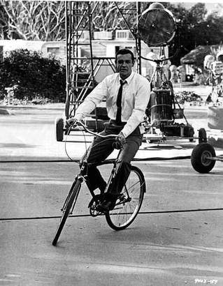 the_man_has_style_sean_connery_bicycle