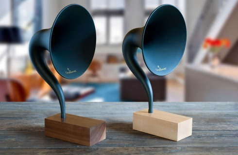 Gramovox Bluetooth Gramophone with walnut (dark) or maple (light) wood base